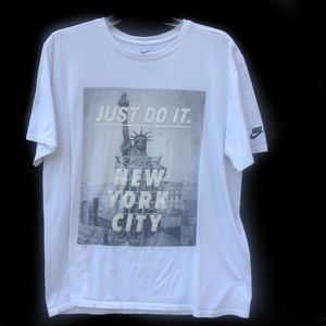 THE NIKE TEE - SIZE XL